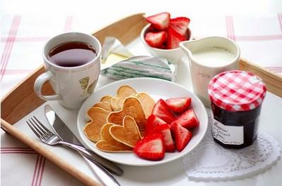 Романтический завтрак в постель для любимой