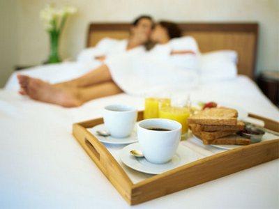 Романтический завтрак в постель на День св. Валентина